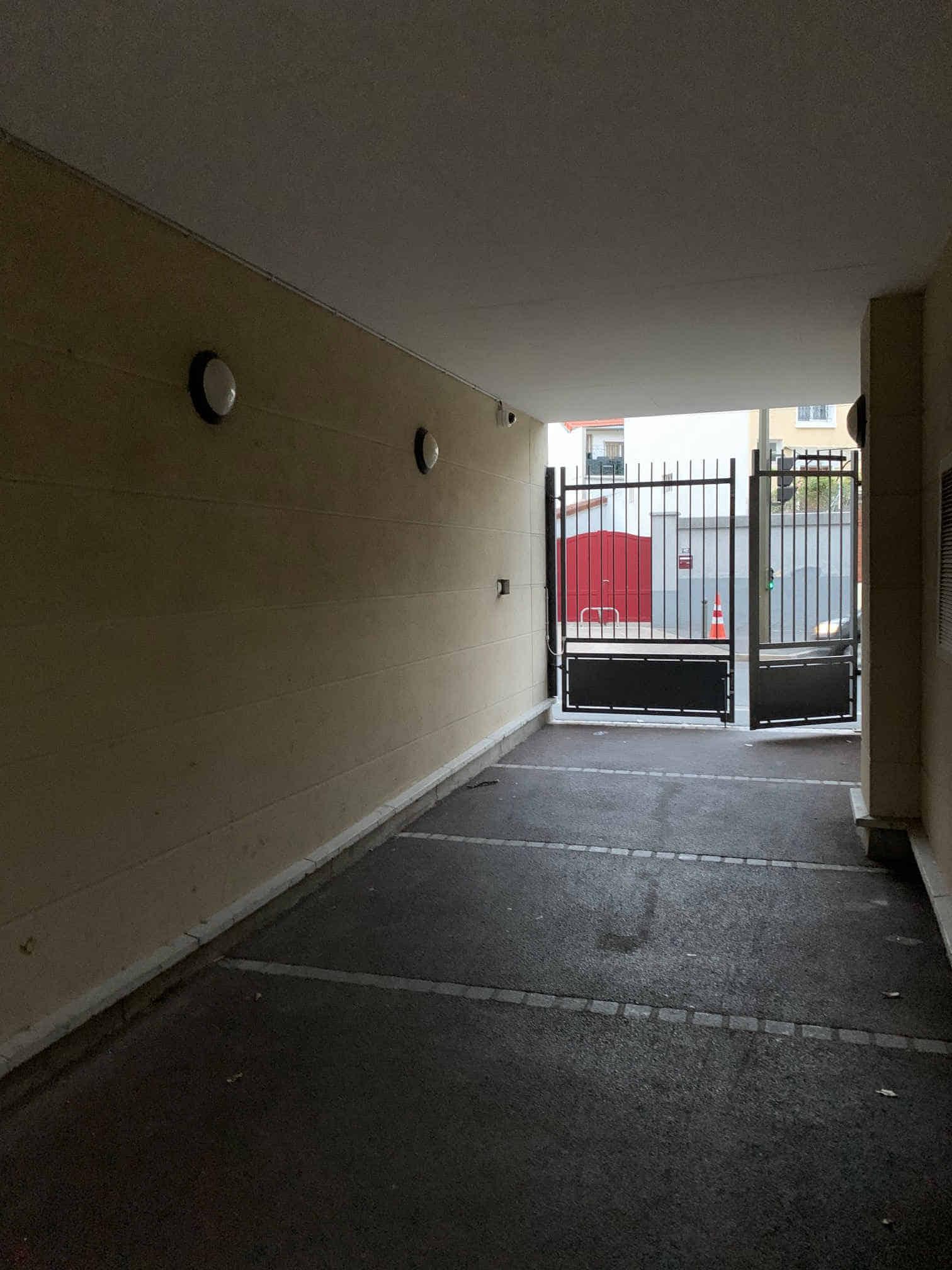 caméra sous le passage côté portail